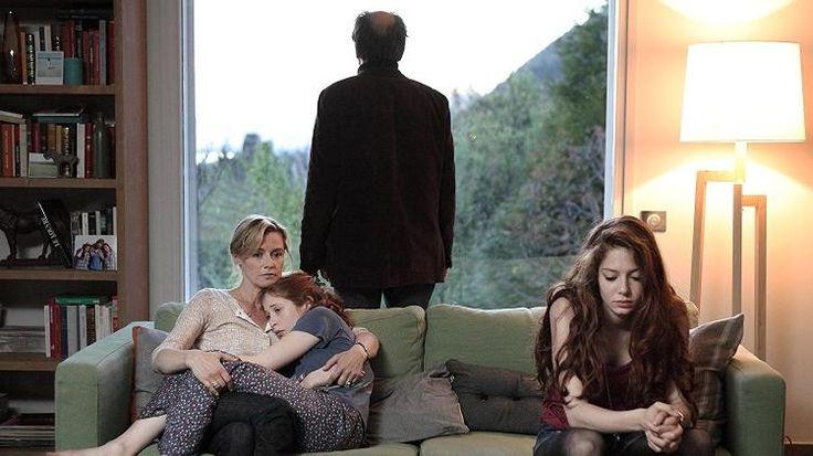 """Também é na seara do drama que esta produção francesa se encaixa, e desta vez os mortos-vivos têm a mesma aparência de quando desencarnaram e nenhuma lembrança do que aconteceu. A série alterna o foco entre seus personagens principais (cada um protagoniza um episódio), cujos retornos trazem à tona várias feridas. Um remake americano, bem inferior e já cancelado, está disponível na Netflix (""""The Returned""""), mas quem quiser ver o material original encontra o primeiro ano da atração na…"""