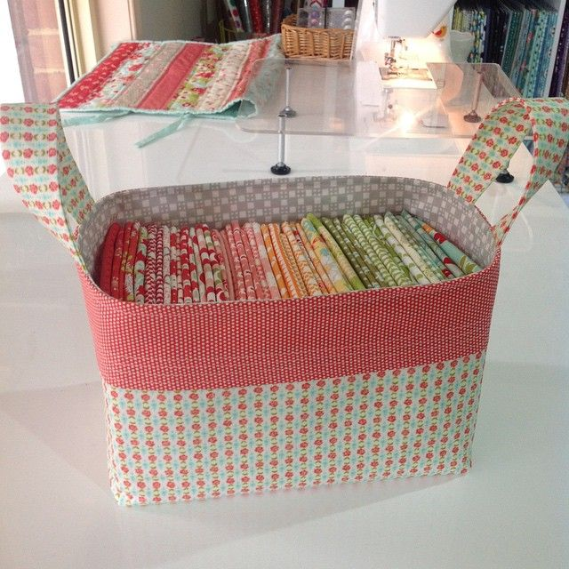 http://www.kelbysews.blogspot.de/2015/03/1-hour-basket-tutorial.html