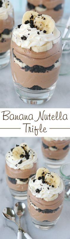 Esto simplemente INCREÍBLE postre capas incluye Nutella, plátano, oreos y crema batida ... qué más se puede soñar?