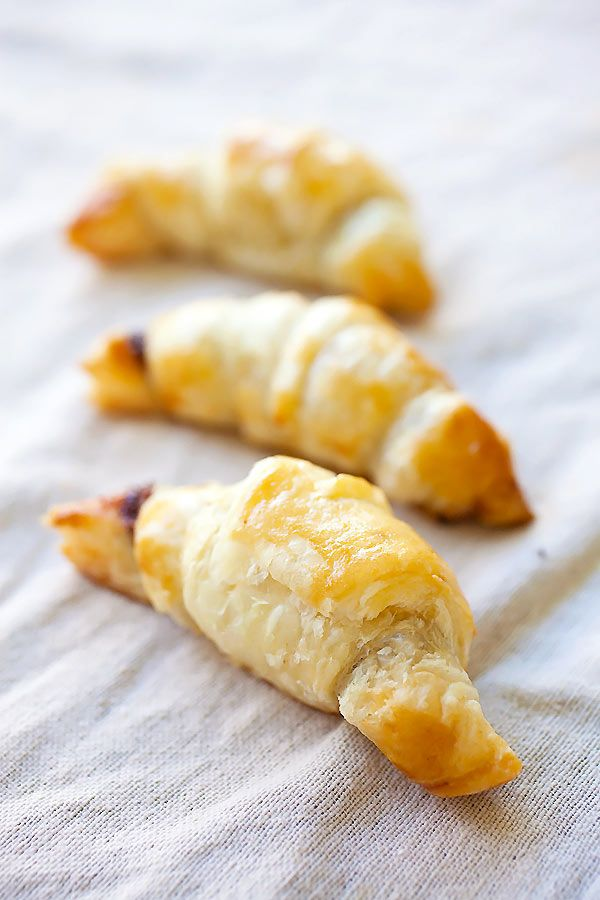 Nutella Croissants - 3-ingredients recipe loaded with rich, creamy Nutella in flaky and buttery croissants. Easiest and BEST Nutella croissants ever.