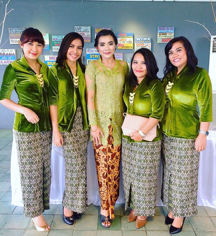 #kebaya #kebayamodern #kebayabeludru #wanitaindonesia #pesonaindonesia #kebayahijau #batik #engangementday #kebayalamaran #desainkebaya #referensikebaya #kebayakutubaru #kebayasimle #