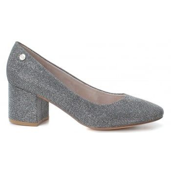 XTI 30706 is a stylish Court Shoe with a 45mm Heel, the Silver glimmer  colour livens the shoe up so it can be worn day or night.