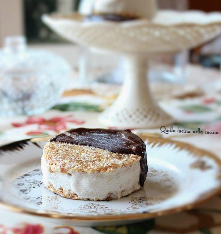 Come preparare un gelato biscotto vegano . Un gelato adatto anche per gli intolleranti al glutine, lattosio e uova, o segue una dieta senza zucchero.