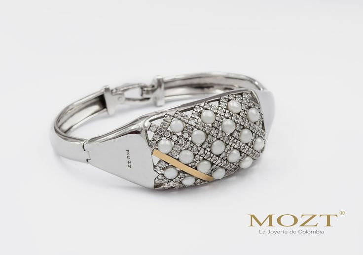 Mozt, tu complemento para conseguir el toque de distinción para tu vestuario! Joyería Mozt, CC. Andino Local 226 • Cel: 318 629 6610 www.mozt.com.co