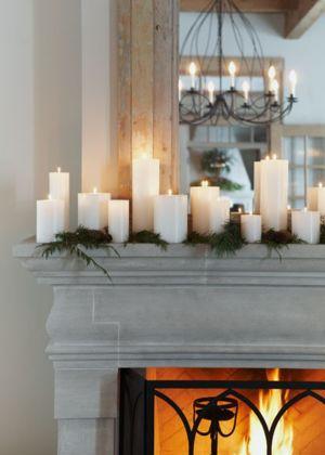 Articolo + Galleria ➤ http://CARLAASTON.com/designed/last-minute-christmas-decor 20 Easy Peasy Decorazioni di Natale per il ritardo Procrastinator Purtroppo (Image Source: michaelgraydon.ca | Kw: vacanza, mensola del camino, candele, camino)