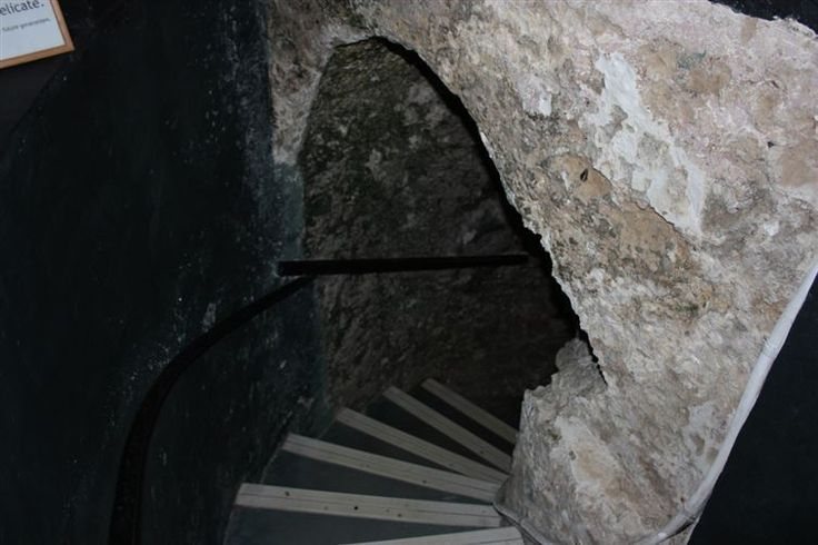 This Mysterious Secret Entrance Was Found 179 Years Ago. Below, It's An Even Bigger Mystery.   Diply