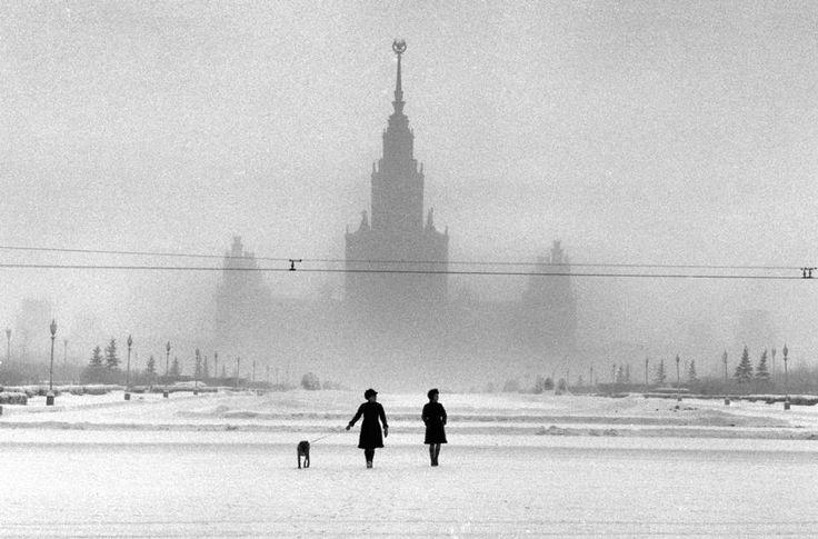 Falling Snow  moscow, russia  photo by elliott erwitt/magnum photos