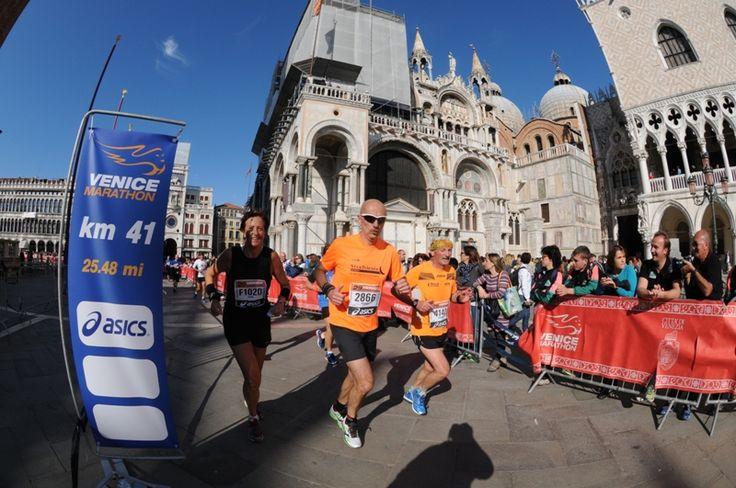 Passaggio in Piazza San Marco #Venicemarathon 2014