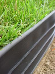 Die Rasenkante Trim Bord besteht aus Kunststoff und dient zur einfachen Flächenbegrenzung, vorzugsweise bei Rasen- und Pflanzenbeeten. Sie hat eine generelle Höhe von 10cm, eine Dicke von 3mm und wie bei Rasenbegrenzungen...