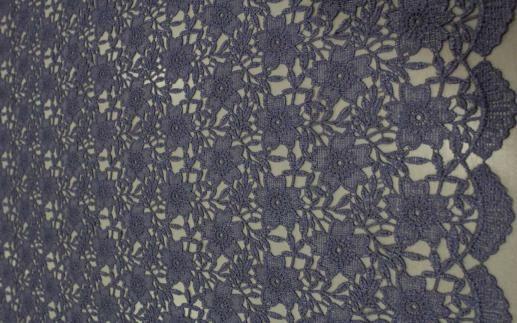 Ажур темно-фиолетовые цветы (ширина 130 см)