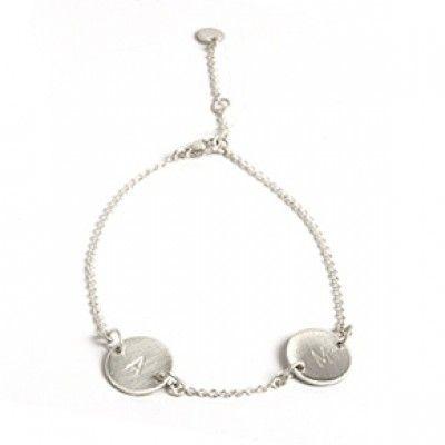 Lovetag-armbånd i mat, sterling sølv. Det personlige Lovetag-armbånd kan symbolisere de personer, du holder mest af. Vælg i mellem indgraverede bogstaver og tal.