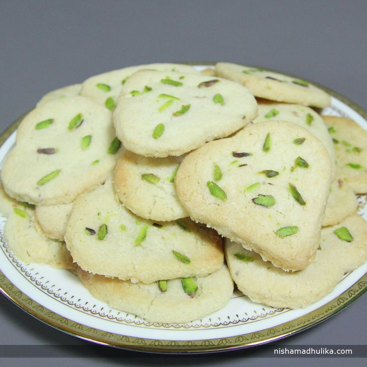 Cashew pistachio cookies are liked the most because of their sweet and tempting flavor. These cookies have been all time favorite.  Recipe in English - http://indiangoodfood.com/1395-cashew-pistachio-cookies.html (copy and paste into your browser)