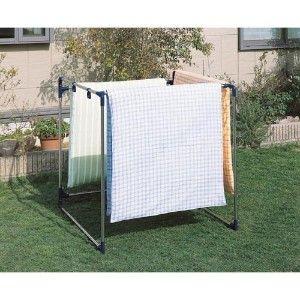 アルミ製伸縮式ベランダ布団干し ハンガー 日用品 洗濯用品 ふとんをかけやすい、屏風型のふとん干しです。丈夫で清潔なステンレス巻きパイプを使用。またパイプの太さは25mmと太く、通気性に優れています。