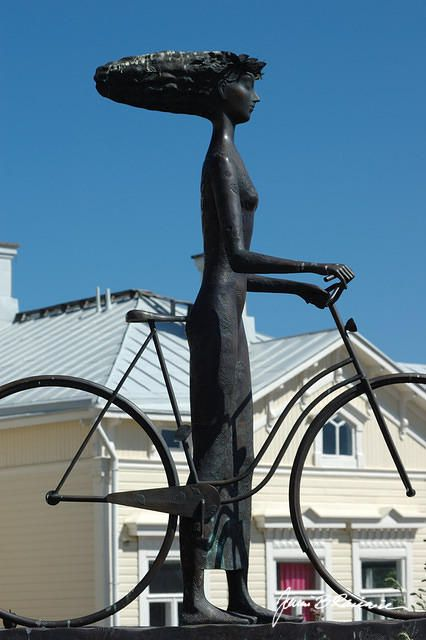 A statue called the Wind from the sea, made by Rafael Saifulin, standing at Rantakatu in Hanko, Finland.