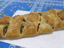 Pão recheado com atum, cebola e azeitona