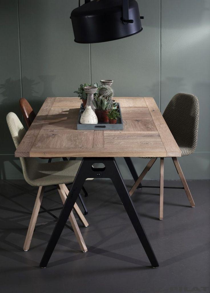 25 beste idee n over eiken tafel op pinterest houten tafel tafel en tafelpoten - Industrieel verblijf ...