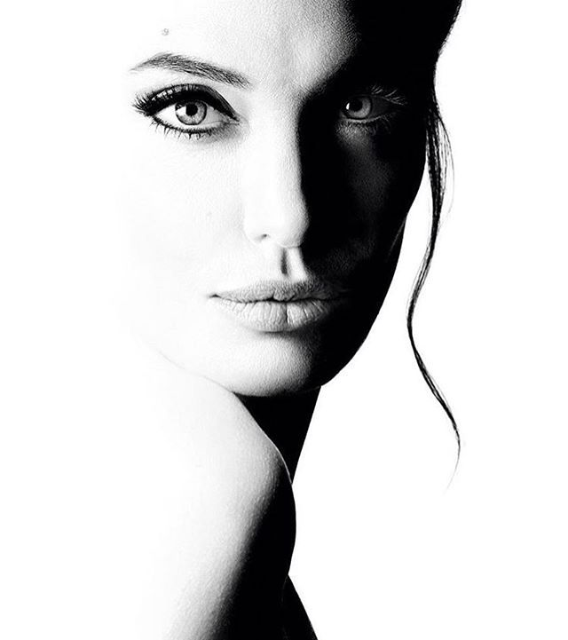 Анджелина Джоли в рекламной кампании нового аромата Mon Guerlain #angelinajolie #guerlain #monguerlain #perfume #fragrance  via MARIE CLAIRE UKRAINE MAGAZINE OFFICIAL INSTAGRAM -Celebrity  Fashion  Haute Couture  Advertising  Culture  Beauty  Editorial Photography  Magazine Covers  Supermodels  Runway Models