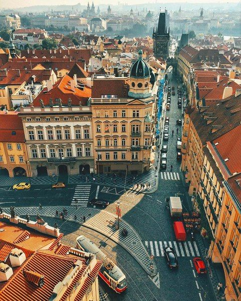 «Волшебный город эта Прага! Ни один город не оставил во мне такой живой памяти. Ни один город не смотрит на посетителя такими чудными, человечески-понятливыми глазами».