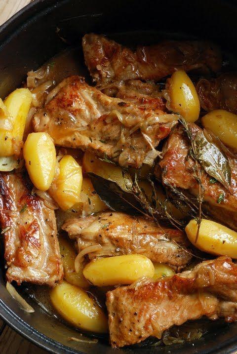 Παϊδάκια χοιρινά με πατάτες στην κατσαρόλα | iefimerida.gr