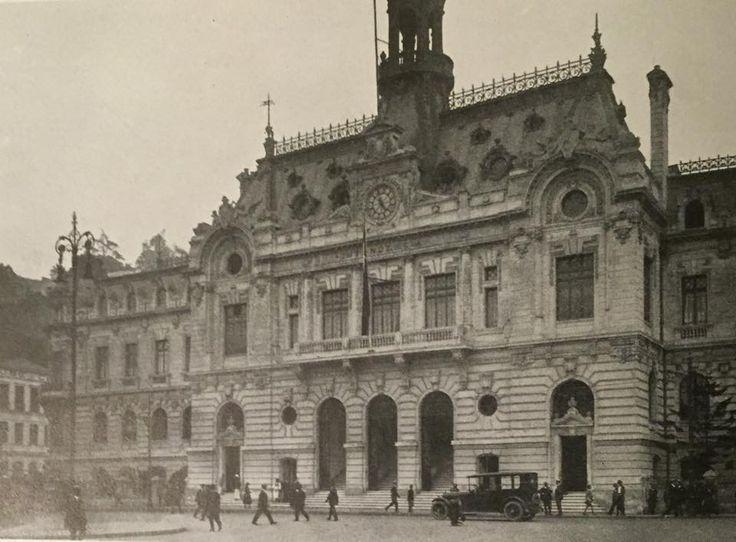 Chile, Valparaíso. Edificio de la Intendencia frente a la Plaza Sotomayor.