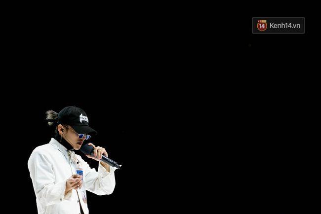 Sơn Tùng mang căn phòng truyền cảm hứng của mình chiêu đãi 300 fan trong buổi họp fan cuối năm - Ảnh 7.