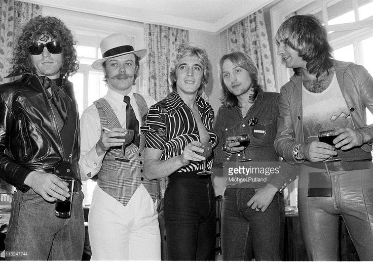 Mott the Hoople group portrait with Mick Ronson, London, 19th September 1974. L-R Ian Hunter, Morgan Fisher, Mick Ronson, Dale Griffin (1948 - 2016), Pete Overend Watts.