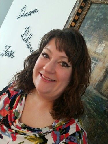 My name is Cathy Renfrow, 41-year-old and happy Mary Kay customer! I am blessed to be a mental health therapist for Dayton Public Schools. I sing at my church, St. Henry Catholic Church, and with the Bach Society of Dayton. I am married to Brian and we have two feisty children: Alex, who is 20, and Elizabeth, who is 6.   To get my look: Autumn leaves mineral eye quad Shy blush cheek Pearls luminescent powder