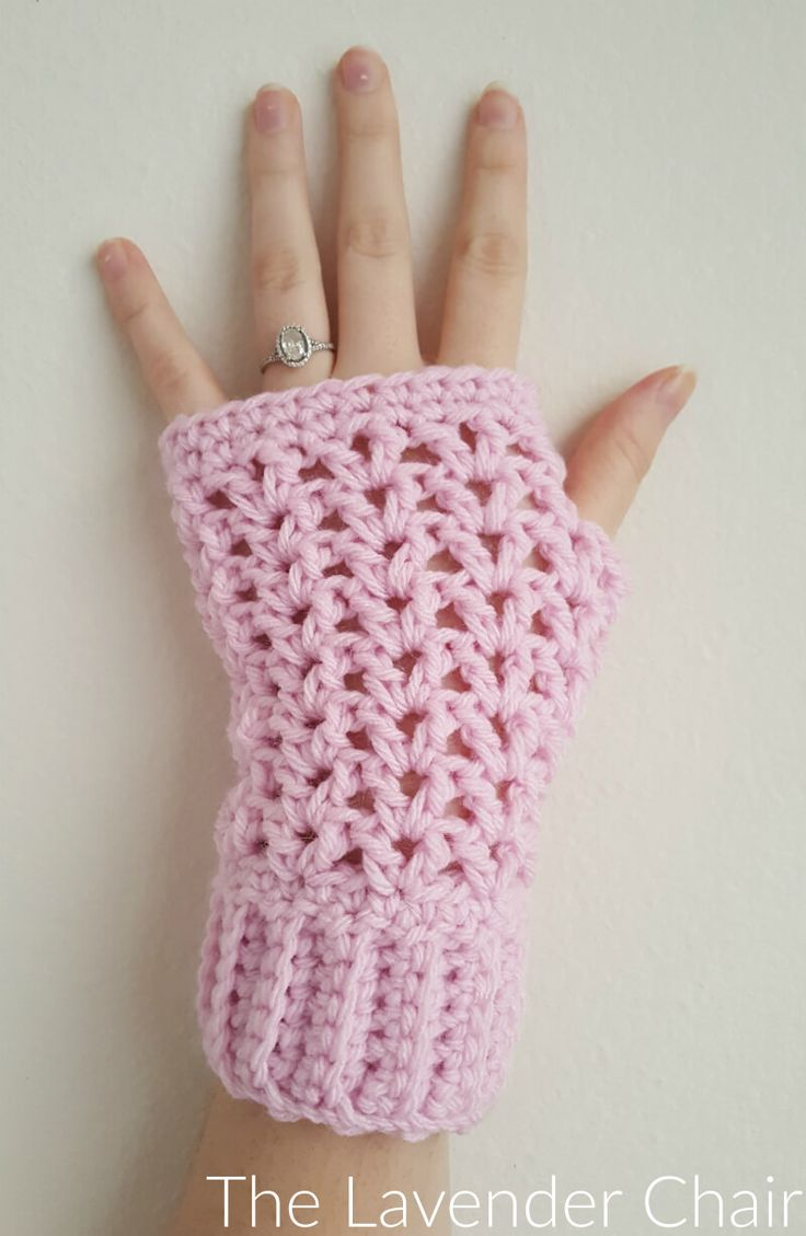 Valerie's Fingerless Gloves are another addition to my valerie collection! These Gloves are super easy and quick! Did i mention the pattern is free?