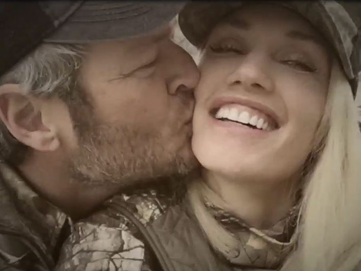Blake Shelton and Gwen Stefani's Pre-Christmas Vacation: Details on Their Dinner Date, Matching Outfits, and Sweet Kisses http://www.people.com/article/blake-shelton-gwen-stefani-holiday-vacation-oklahoma
