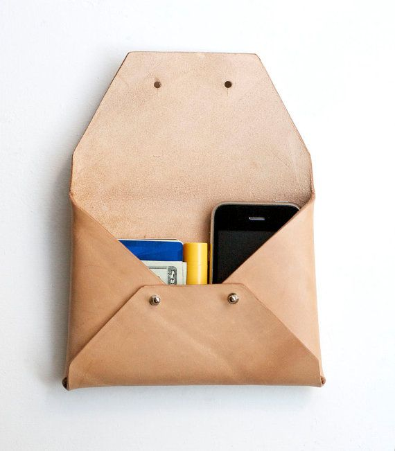 Une pochette en cuir - Natural Leather Clutch