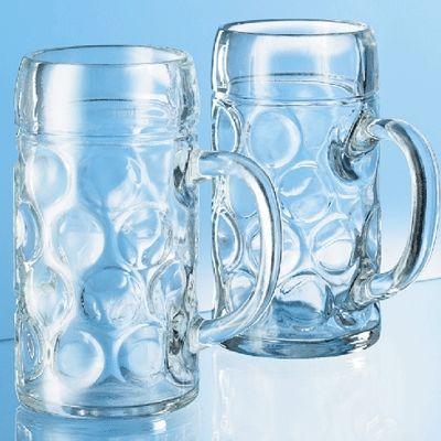 Bierpullen. Echte grote feest bierpullen met een inhoud van 1 liter. Schenk uw bier tijdens feest in bierpullen. Dit zijn de echte grote Duitse bierpullen voor Oktoberfest of Apre ski feesten gemaakt van glas.