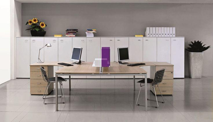 La collezione Vista si sviluppa e muove come linea di arredi per ufficio funzionale e leggera, espressione di un design che sottolinea e combina essenzialità e gradevolezza.