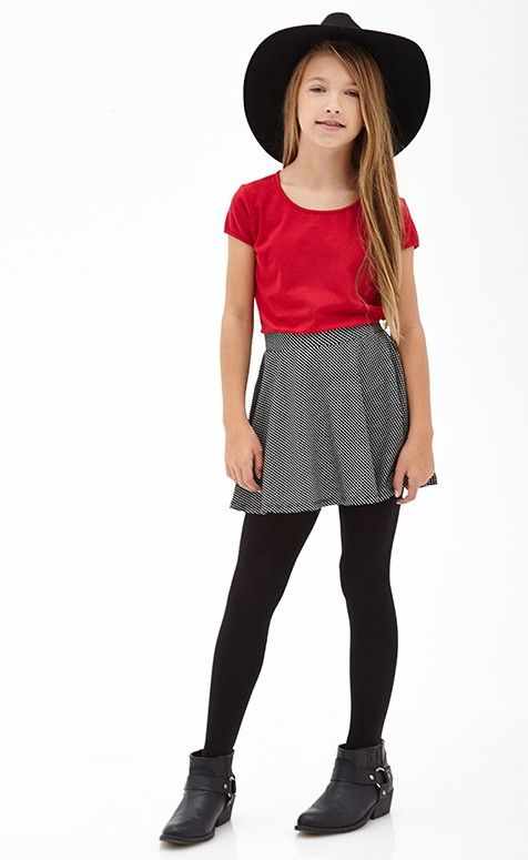 Find the latest juniors fashion trends at rue21 and pick out your favorite outfit.