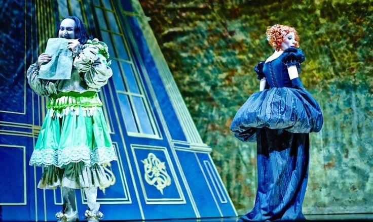 """""""Le Misanthrope"""". Alceste (Michel Fau) & Célimène (Julie Depardieu), dans une mise en scène de Michel Fau. ©Marcel Hartmann."""