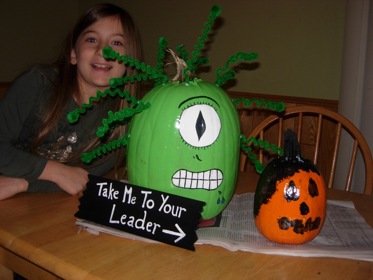 Alien done (along with the middle daughter) and the artwork of the youngest on her pumpkin.  This is 2008