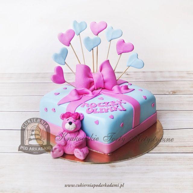 213BD Tort na roczek z serduszkami, kokardą i figurką misia - wersja dla dziewczynki. 1st birthday cake - decorated with 3d hearts, big bow and teddy bear.