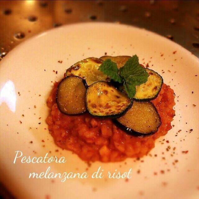 ホールトマトは酸味があるので白ぶどうジュースを入れました。 ツナとアンチョビ入りなのでペスカトーレ。 - 159件のもぐもぐ - Pescatore Melanzana risot by NANA