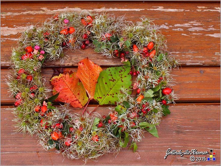 HerbstKranz selbstgemacht ..... Hagebutten, Herbstbeeren, Pfaffenhütchen und Waldreben