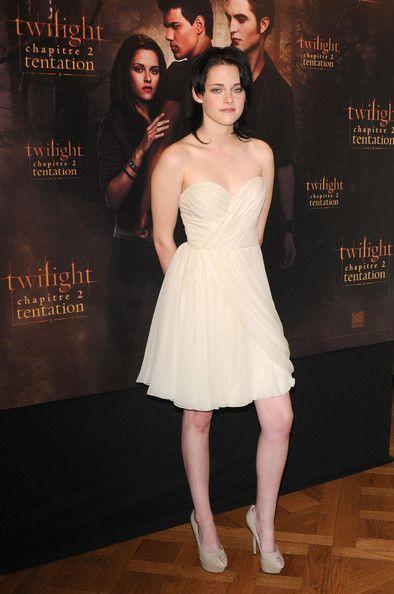 """Kristen Stewart - """"New Moon"""" Cast in Paris"""