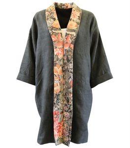 Image of Sort kimono kåbe med blomster krave