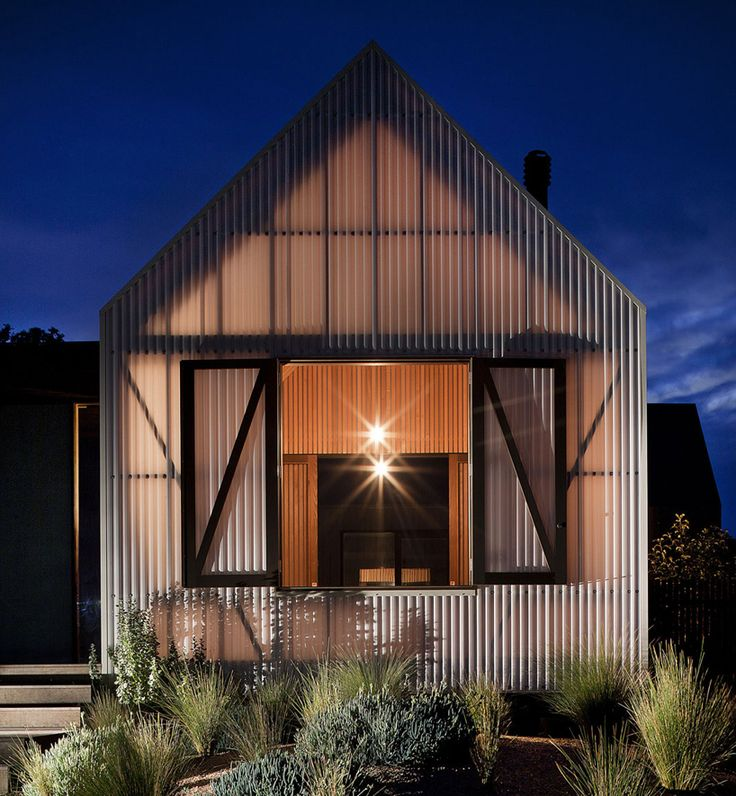 jackson clements burrows architects: seaview house in australia. translucent corrugated facade