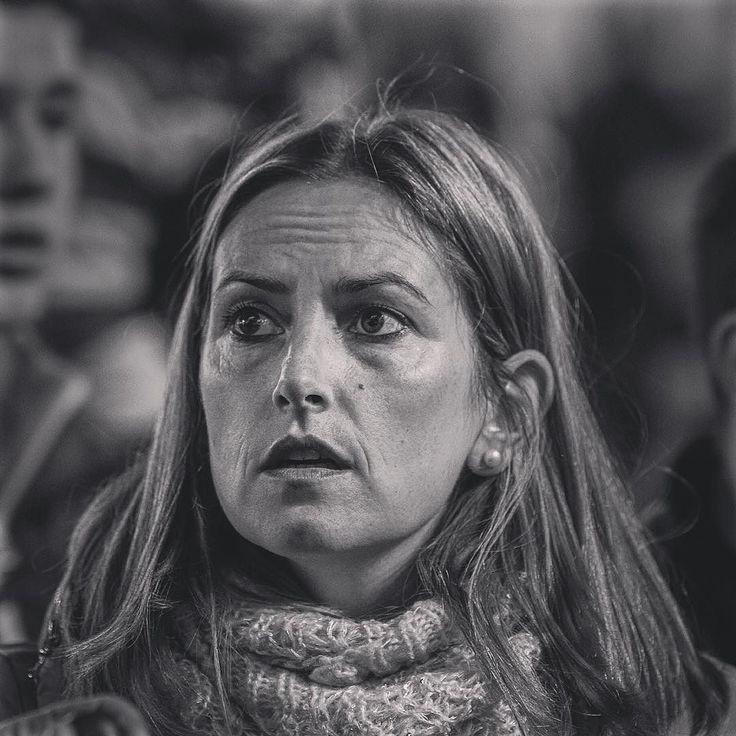 cuidado!  #madrid #precaucion #cuidado #atencion #attention #warning #woman #retrato #portrait #mujer #sol #madrid #ojeras #responsabilidad #responsable #responsabi