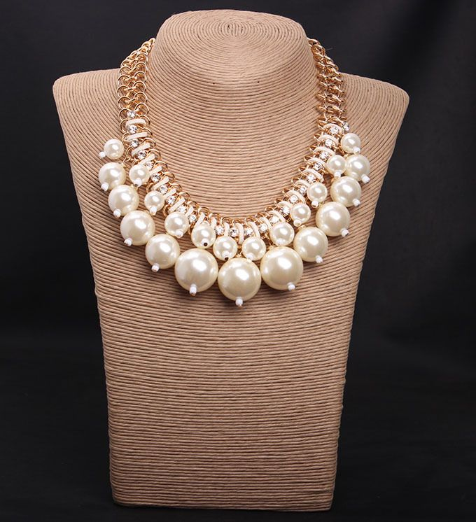 Wholesale fashion pearl series chunky necklace for woman