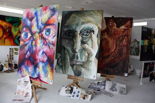 The Best Art Teacher Blogs: Inspiration for High School Students... Giant portraits would be so awesome!