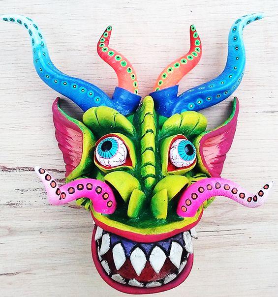 Mascaras decorativas en Lima, Perú.  🇵🇪 mascara artesanal trabajado en yeso,  😜 mascaras de carnaval, colores encendidos  🏵  🌻 pintadas a mano inspirados en la festividad y herencia folklórica de la Diablada Puneña.  😲 #Handmade #Artesanal #HechoAmano #Miraflores #Artesanías #Puno #Perú