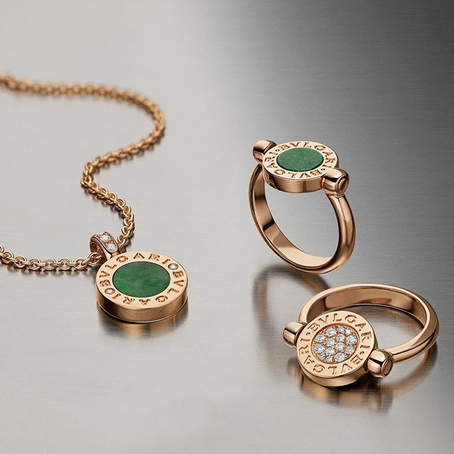 To mark the storied elegance of the Bvlgari-Bvlgari collection, the brand brings back the original Bvlgari Roma coin emblem