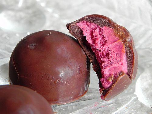 Raw (& vegan) Raspberry Cream Filled Chocolate Candies. Yeah, that's right.
