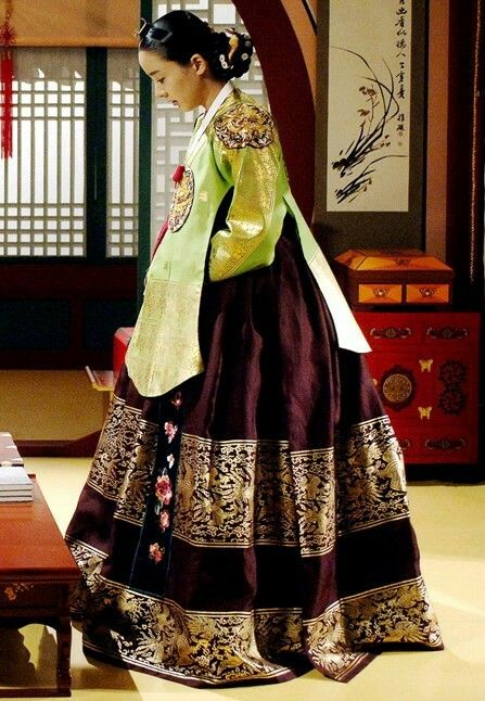 Yi San (Hangul: 이산; hanja: 李祘), also known as Lee San: The Wind of the Palace, is a 2007 South Korean historical drama, starring Lee Seo-jin and Han Ji-min. It aired onMBC from September 17, 2007 to June 16, 2008 on Mondays and Tuesdays 효의왕후 박은혜