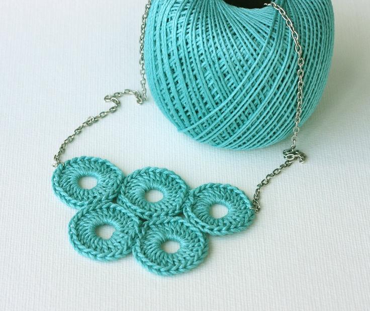 Crochet necklace teal cockatoo green olympic circles quintette fiber ...