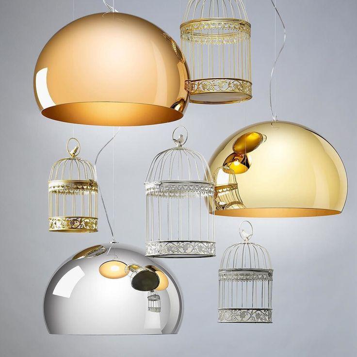 Zastanawiałeś/łaś się jak dodać trochę królewskiego klimatu Twoim wnętrzom? Nowe metaliczne wykończenia lampy Fly firmy Kartell doskonale się do tego nadają. Lampy dostępne w 3 różnych rozmiarach i 3 metalizowanych wykończeniach na Designisgood.pl. Dostawa gratis w całej .